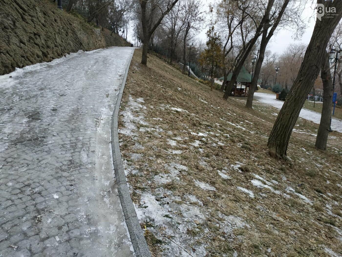 Куда не пойти в Одессе: дорожки Стамбульского парка покрыты льдом, - ФОТО, ВИДЕО, фото-13
