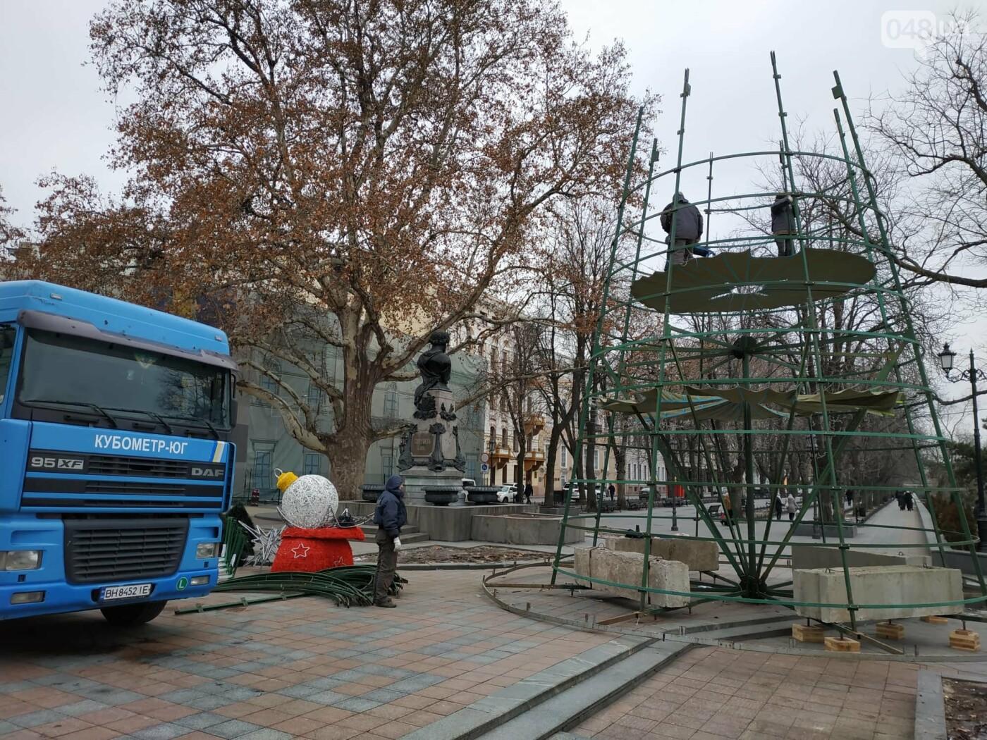 Праздники закончились: главную елку Одессы разбирают, - ФОТО, фото-5