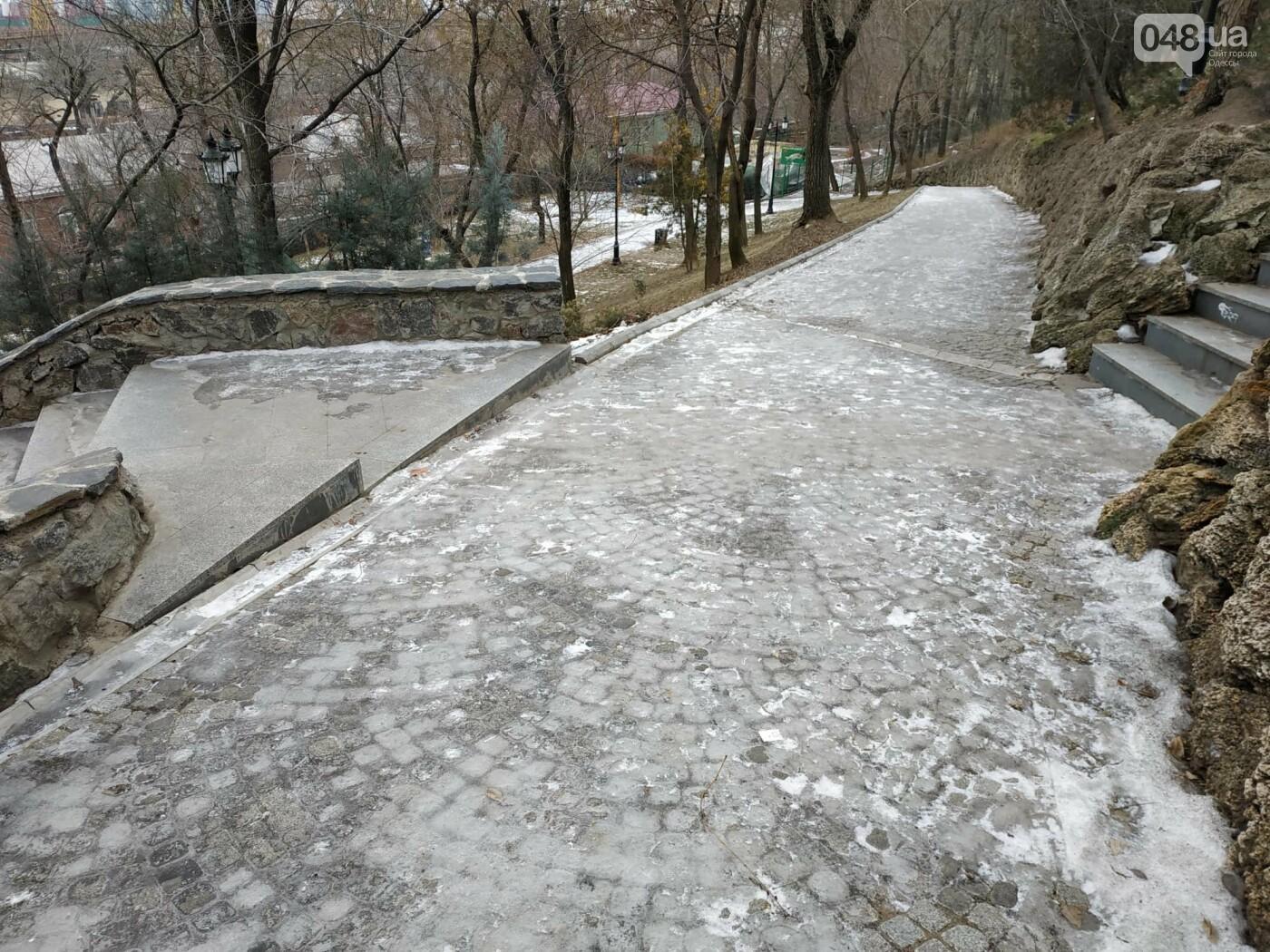 Куда не пойти в Одессе: дорожки Стамбульского парка покрыты льдом, - ФОТО, ВИДЕО, фото-7