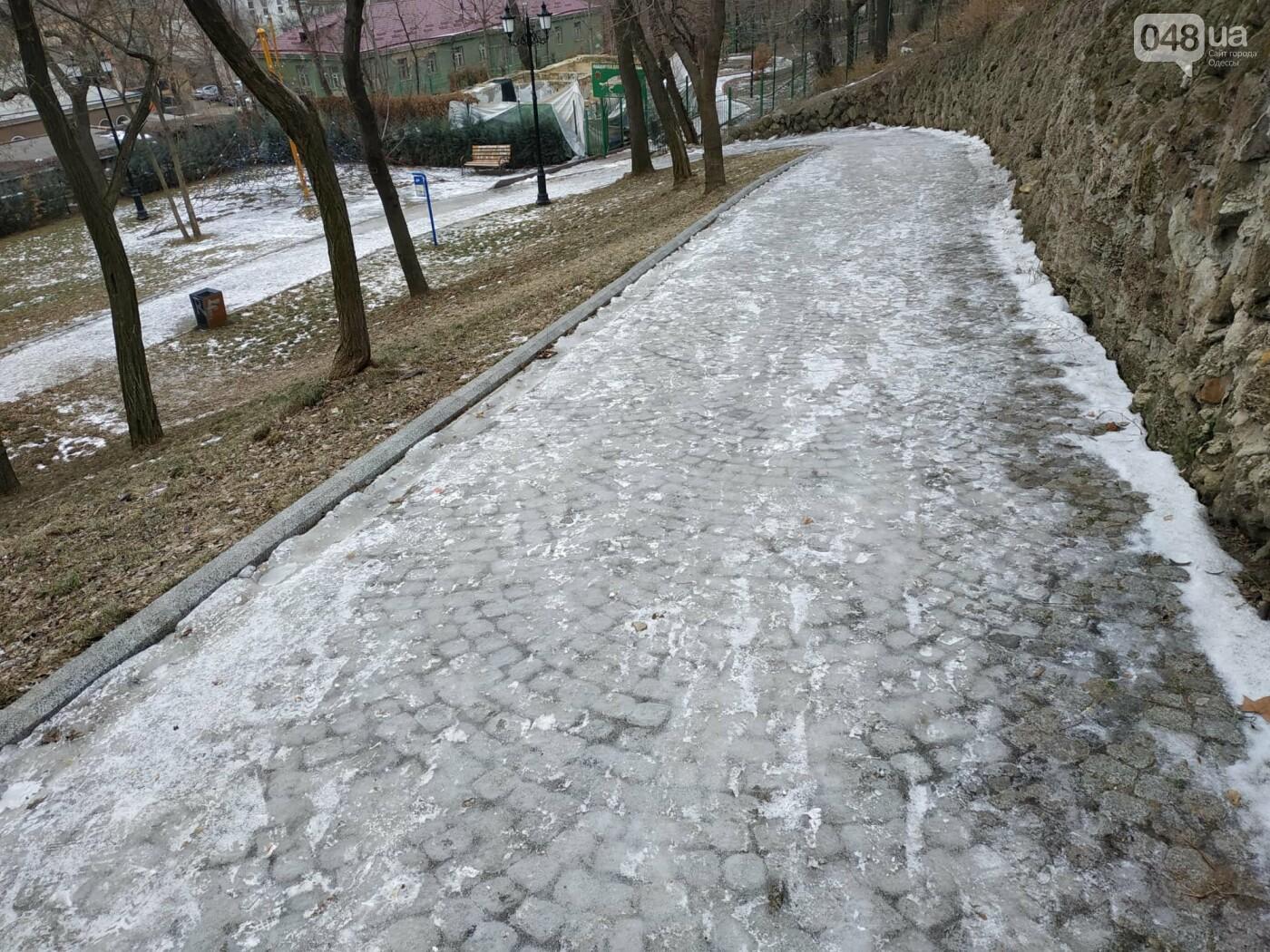 Куда не пойти в Одессе: дорожки Стамбульского парка покрыты льдом, - ФОТО, ВИДЕО, фото-11