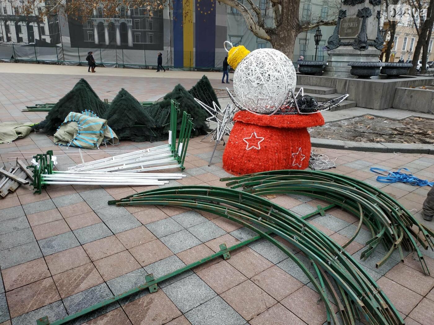Праздники закончились: главную елку Одессы разбирают, - ФОТО, фото-6