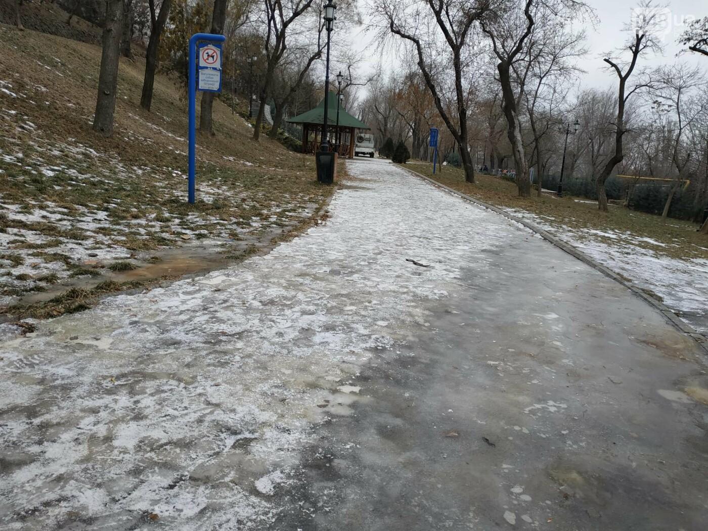 Куда не пойти в Одессе: дорожки Стамбульского парка покрыты льдом, - ФОТО, ВИДЕО, фото-2