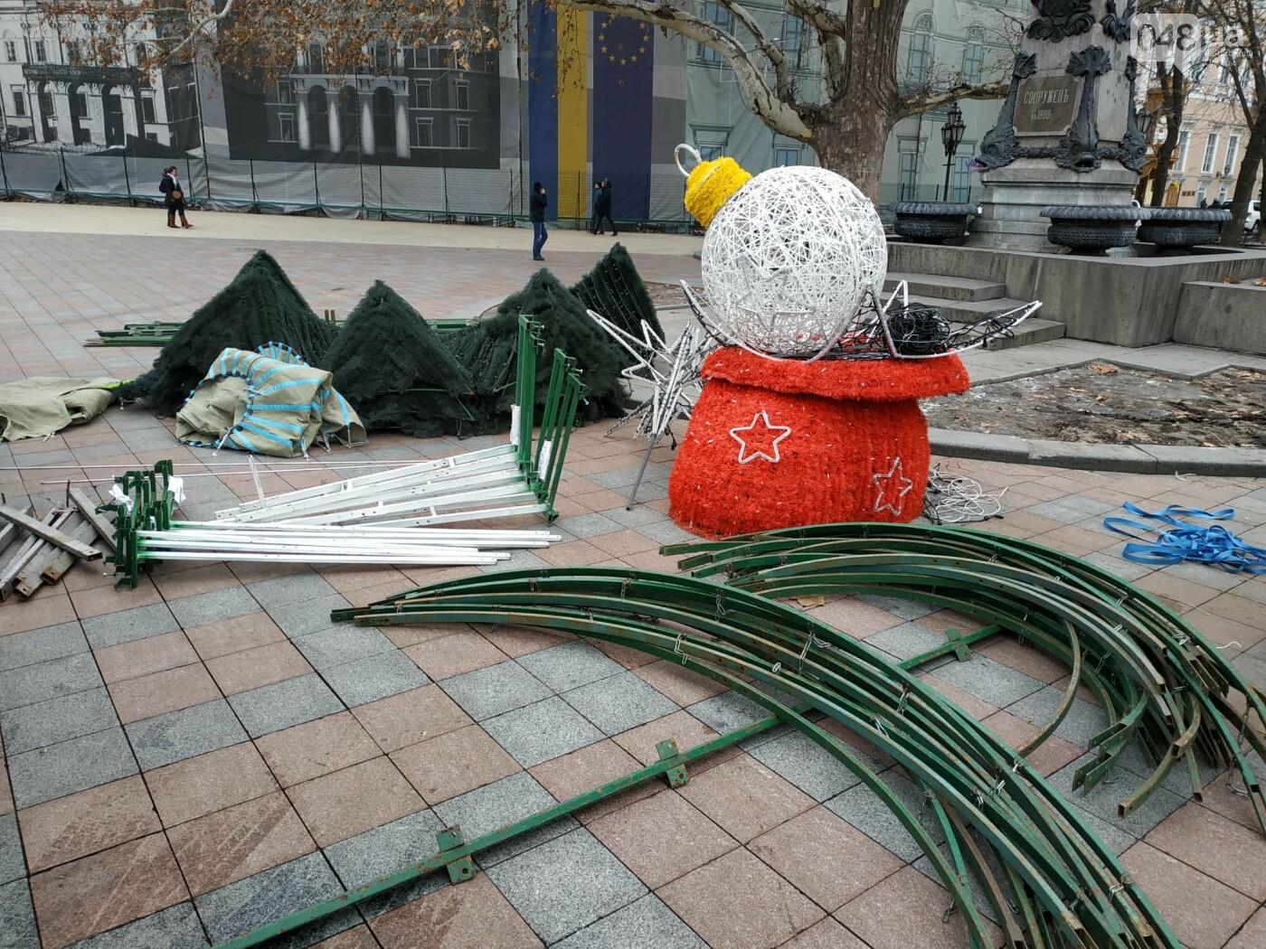 Праздники закончились: главную елку Одессы разбирают, - ФОТО, фото-12