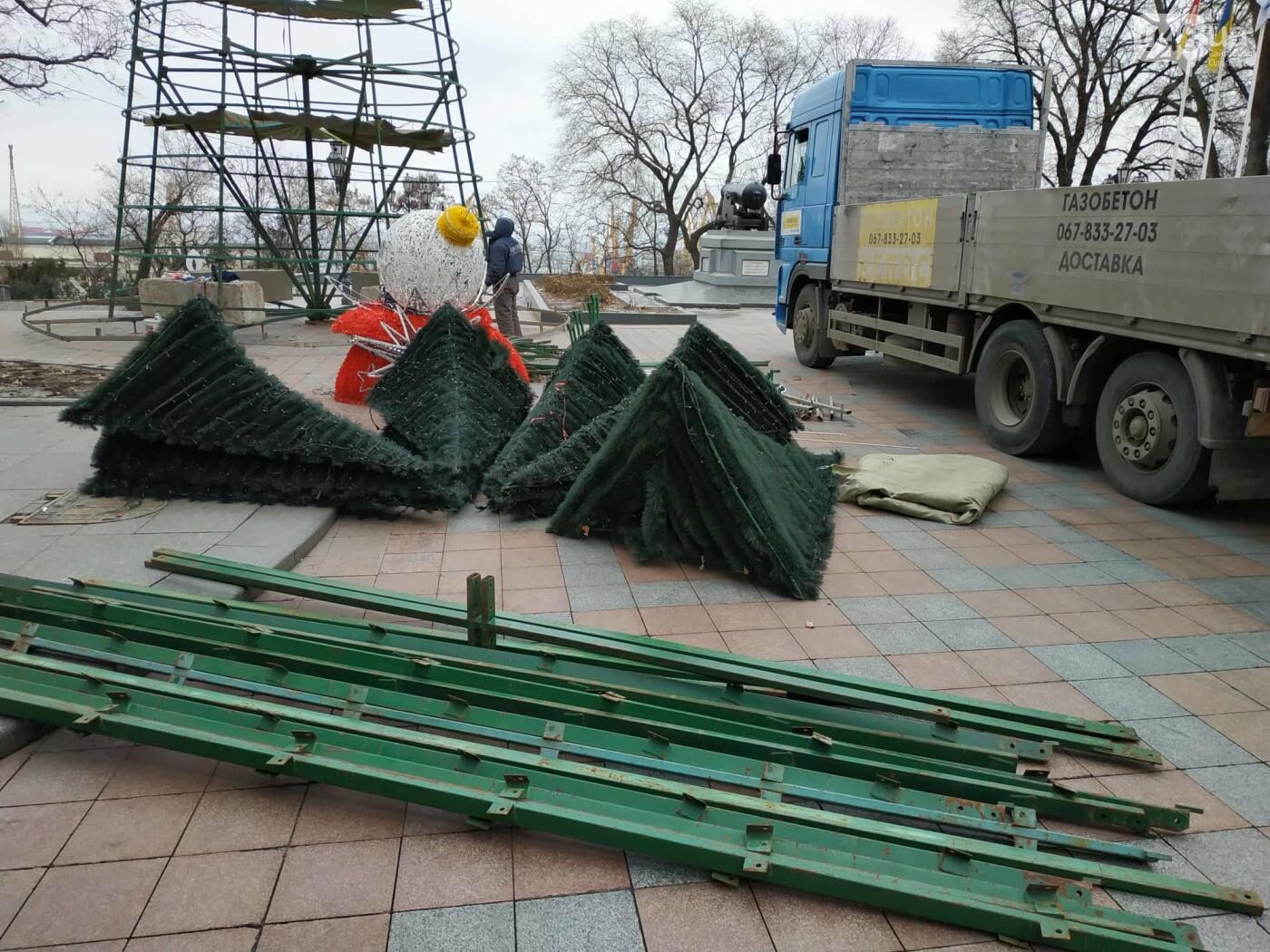 Праздники закончились: главную елку Одессы разбирают, - ФОТО, фото-10
