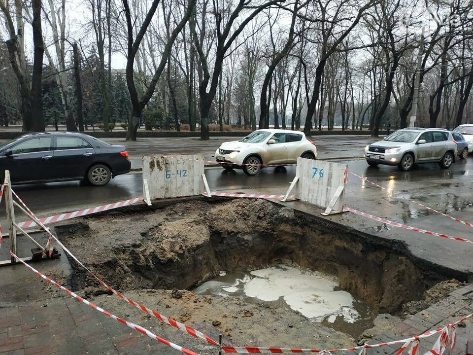 В центре Одессы из-за огромной ямы более 10 дней затруднено движение, - ФОТО, фото-8