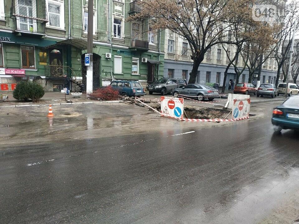 В центре Одессы из-за огромной ямы более 10 дней затруднено движение, - ФОТО, фото-2