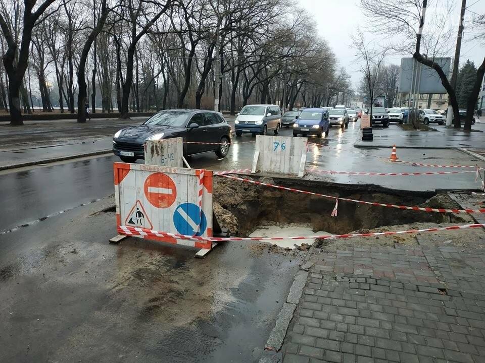 В центре Одессы из-за огромной ямы более 10 дней затруднено движение, - ФОТО, фото-3
