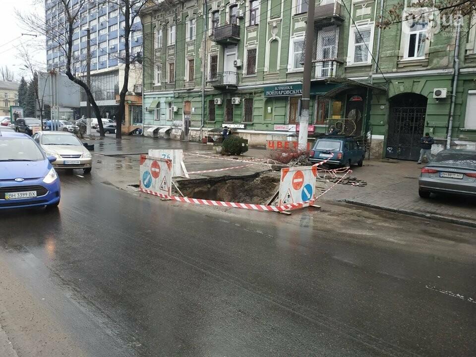 В центре Одессы из-за огромной ямы более 10 дней затруднено движение, - ФОТО, фото-1