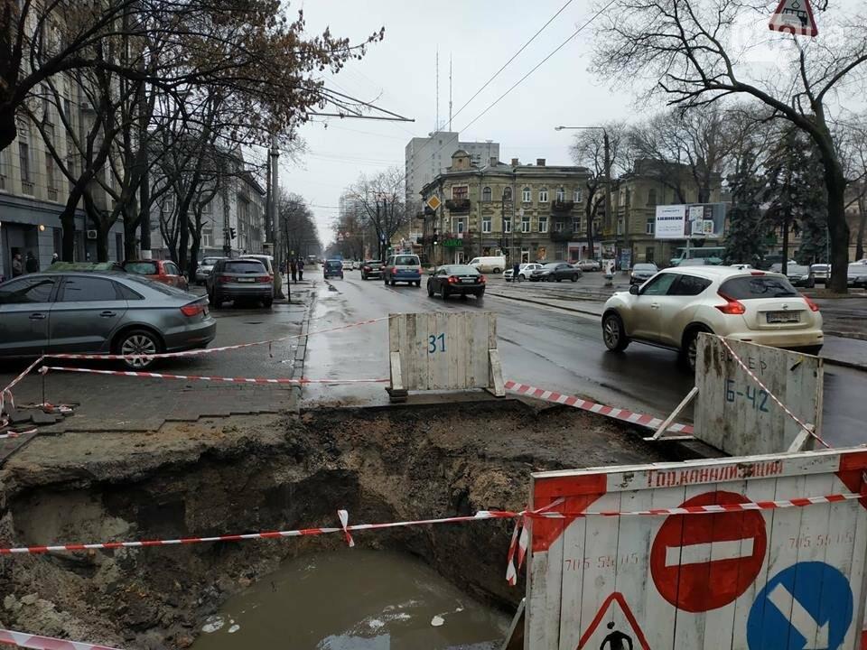 В центре Одессы из-за огромной ямы более 10 дней затруднено движение, - ФОТО, фото-4