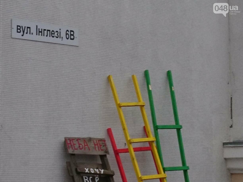 Люди на ходулях сплясали у цветка, растущего из пятиметровой женской ступни, - ФОТО, ВИДЕО, фото-4