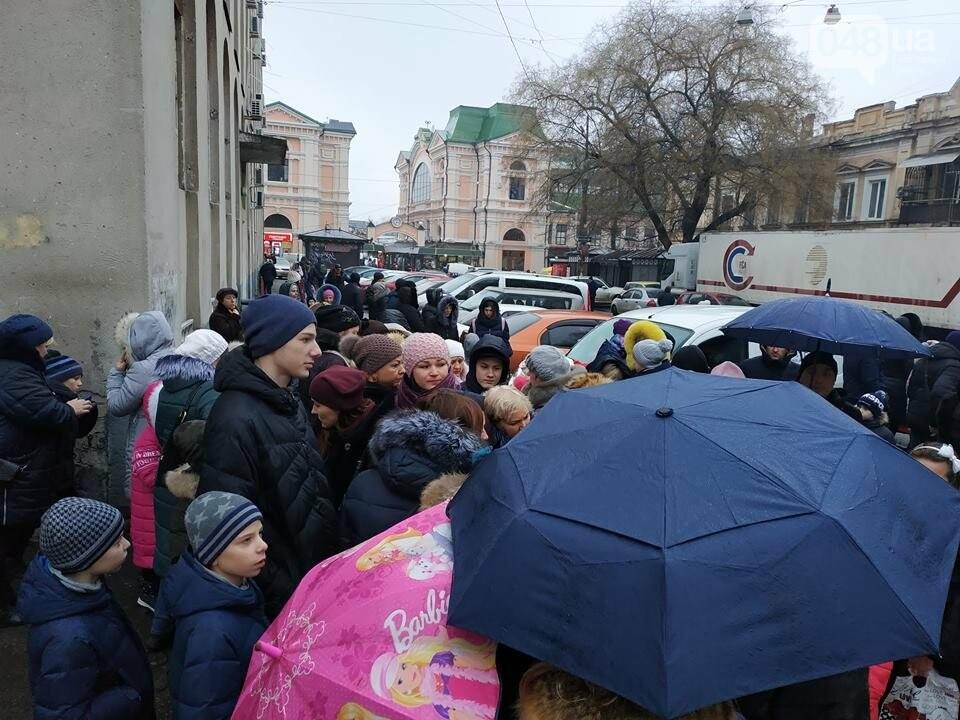 Продавцы билетов в цирк в Одессе вели себя агрессивно: родителей  это не смутило  - ВИДЕО, фото-6