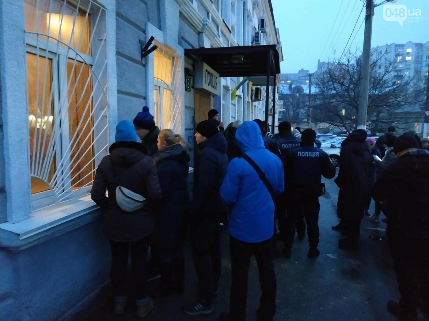 Задержанным около Одесского цирка активистам инкриминируют хулиганство и неповиновение, фото-4
