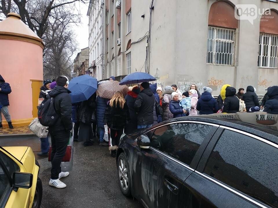 Продавцы билетов в цирк в Одессе вели себя агрессивно: родителей  это не смутило  - ВИДЕО, фото-5
