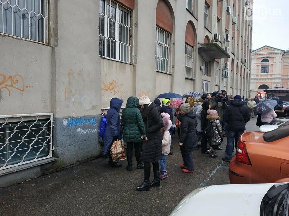 Продавцы билетов в цирк в Одессе вели себя агрессивно: родителей  это не смутило  - ВИДЕО, фото-4