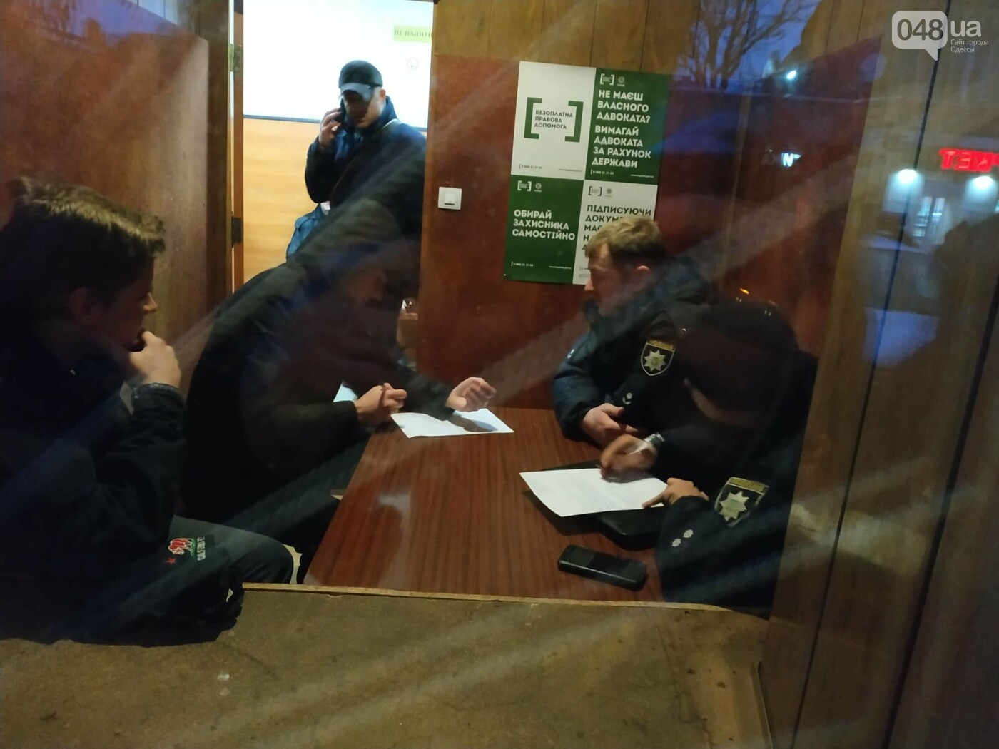 Задержанным около Одесского цирка активистам инкриминируют хулиганство и неповиновение, фото-2