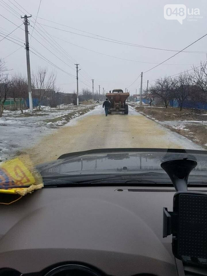 В Одесской области - ноу-хау в борьбе с гололедицей, - ВИДЕО, фото-3