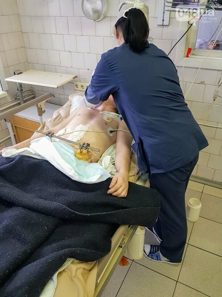 Волонтерам одесского военного госпиталя нужна помощь: доставлен тяжело раненный , фото-1