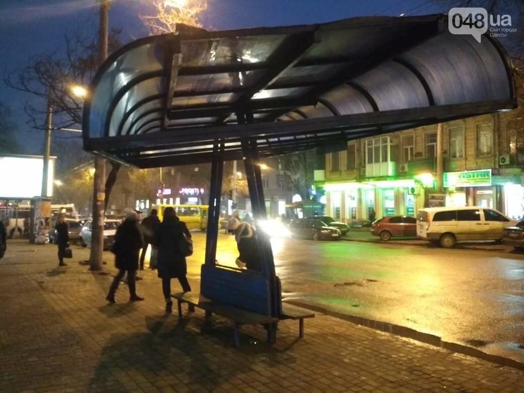 """В Одессе """"пизанская"""" остановка угрожает жизни людей, - ФОТО, фото-1"""