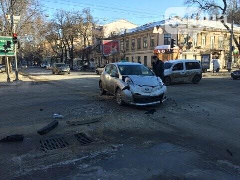 Такси столкнулось с легковушкой утром в центре Одессы, - ФОТО, фото-1