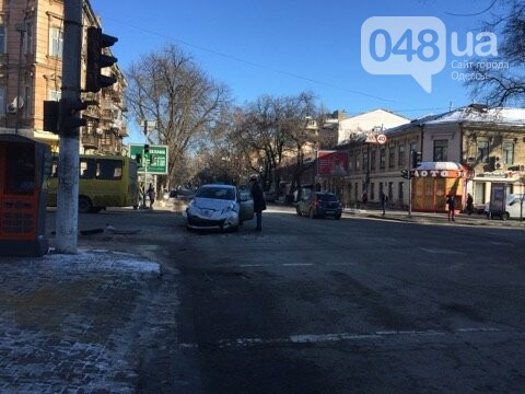 Такси столкнулось с легковушкой утром в центре Одессы, - ФОТО, фото-4