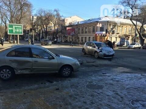 Такси столкнулось с легковушкой утром в центре Одессы, - ФОТО, фото-3