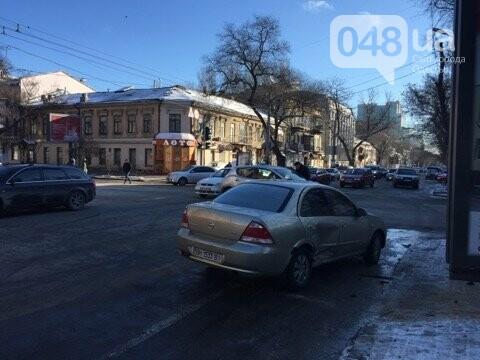 Такси столкнулось с легковушкой утром в центре Одессы, - ФОТО, фото-2