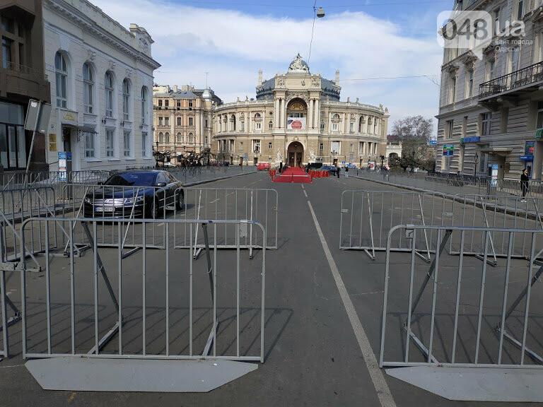 Красная дорожка у Оперного театра