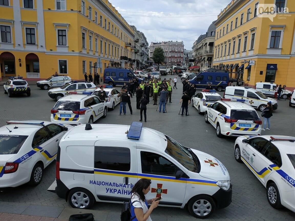 Полицейские провели патриотический флэшмоб