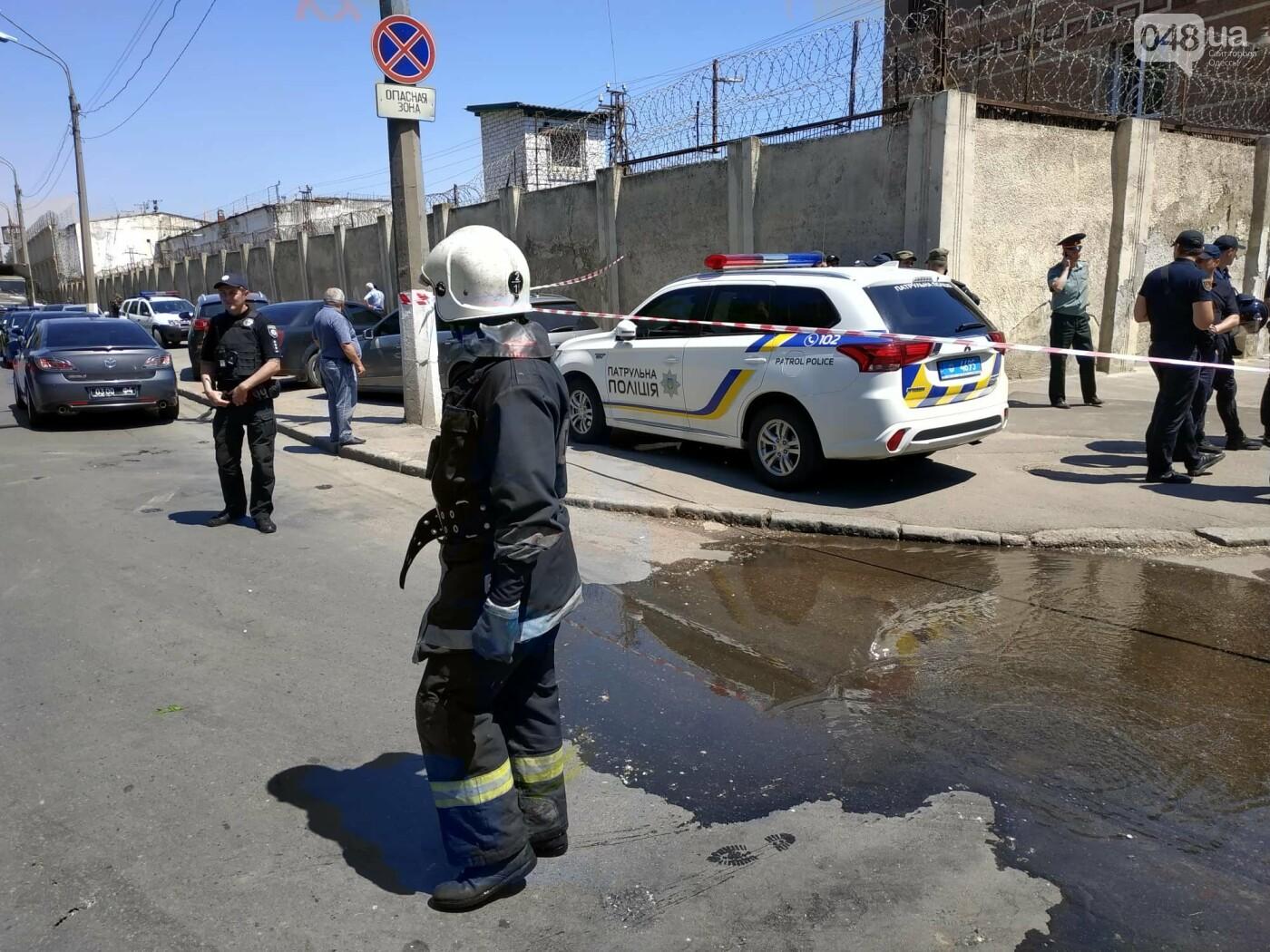 В одесской колонии горела машина, а не здание: ею пытались давить заключенных, - очевидец , фото-5