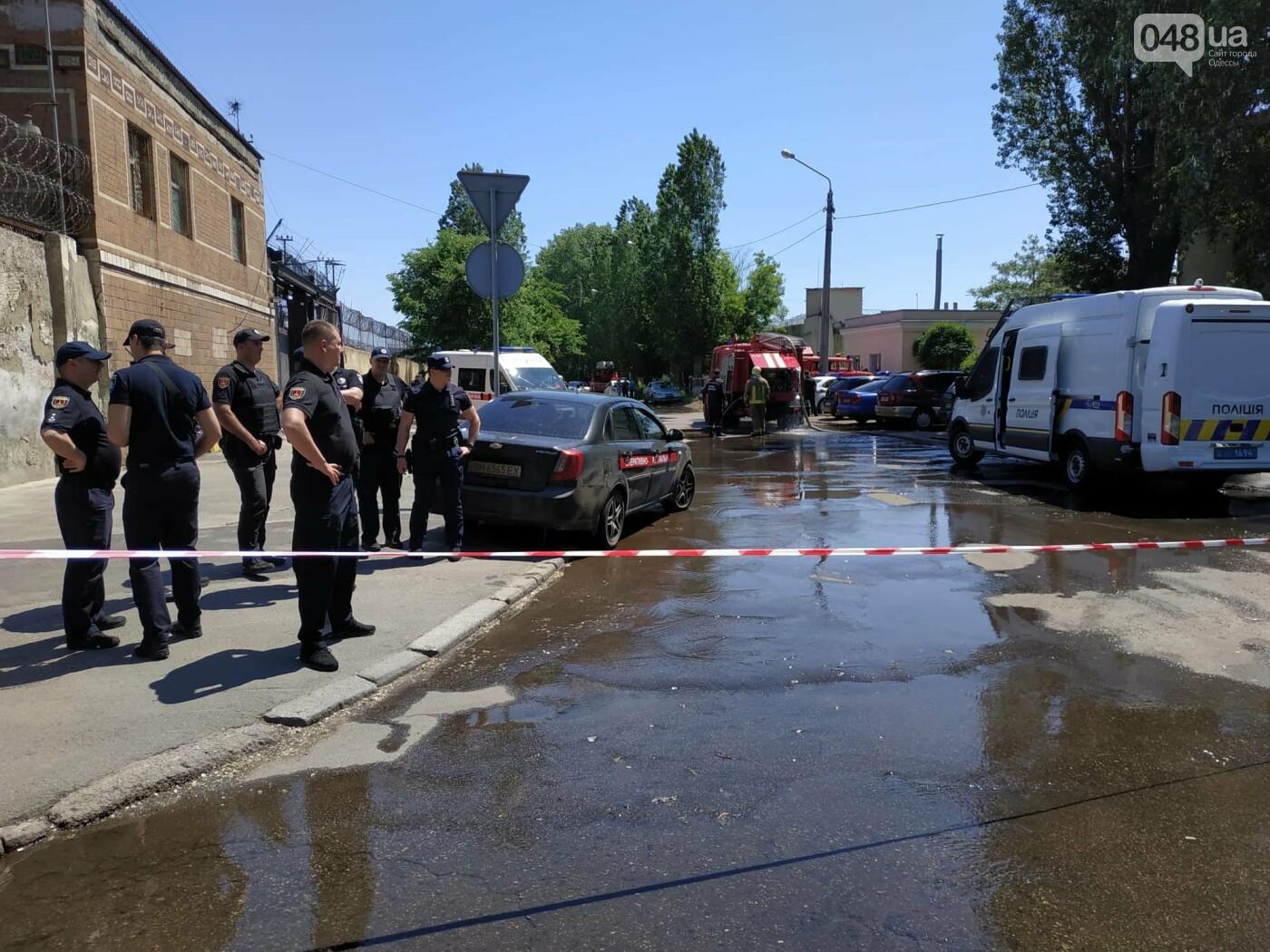 В одесской колонии горела машина, а не здание: ею пытались давить заключенных, - очевидец , фото-11
