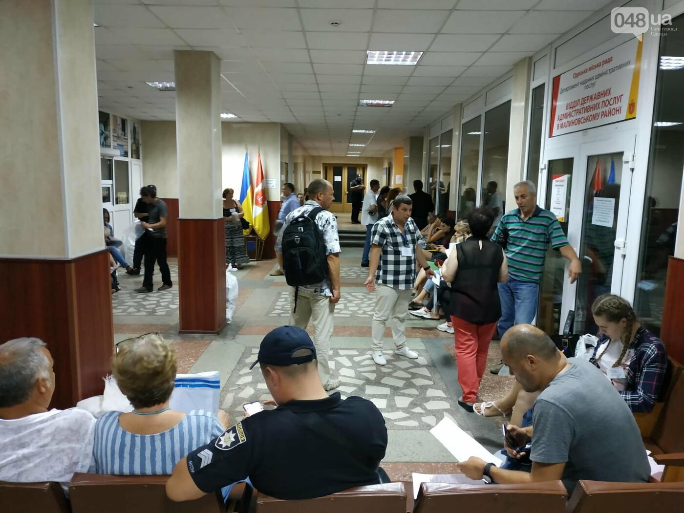Как прошла ночь в ОИК в Одессе: полиция закрывает глаза на нарушения, - ФОТО, фото-9