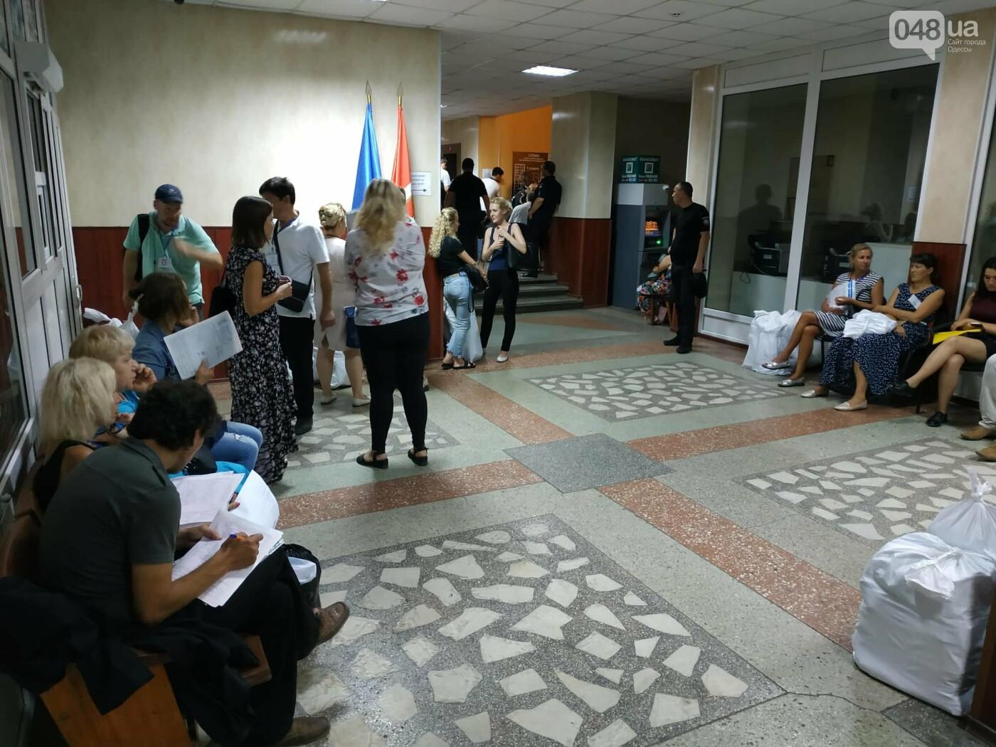 Как прошла ночь в ОИК в Одессе: полиция закрывает глаза на нарушения, - ФОТО, фото-10