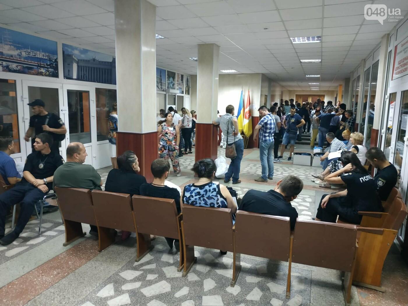 Как прошла ночь в ОИК в Одессе: полиция закрывает глаза на нарушения, - ФОТО, фото-11