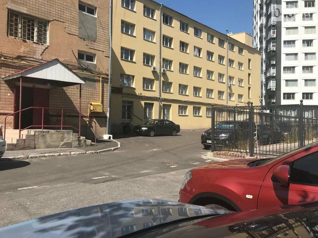 Стоянка возле общежития ОНАПТа