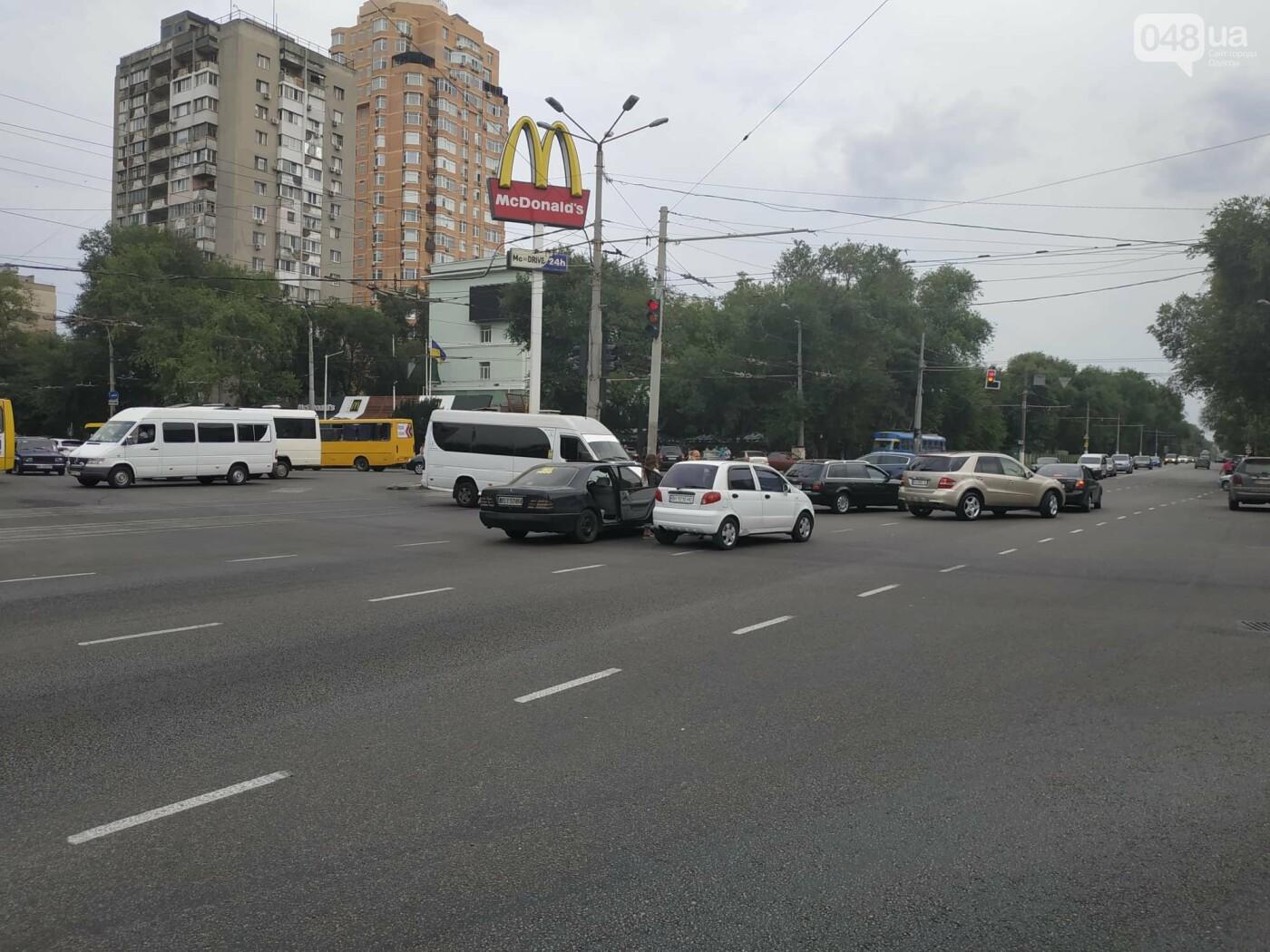 """Пассажир, """"выпрыгнувший"""" посреди дороги в Одессе: стали известны подробности ДТП, - ФОТО, фото-3"""