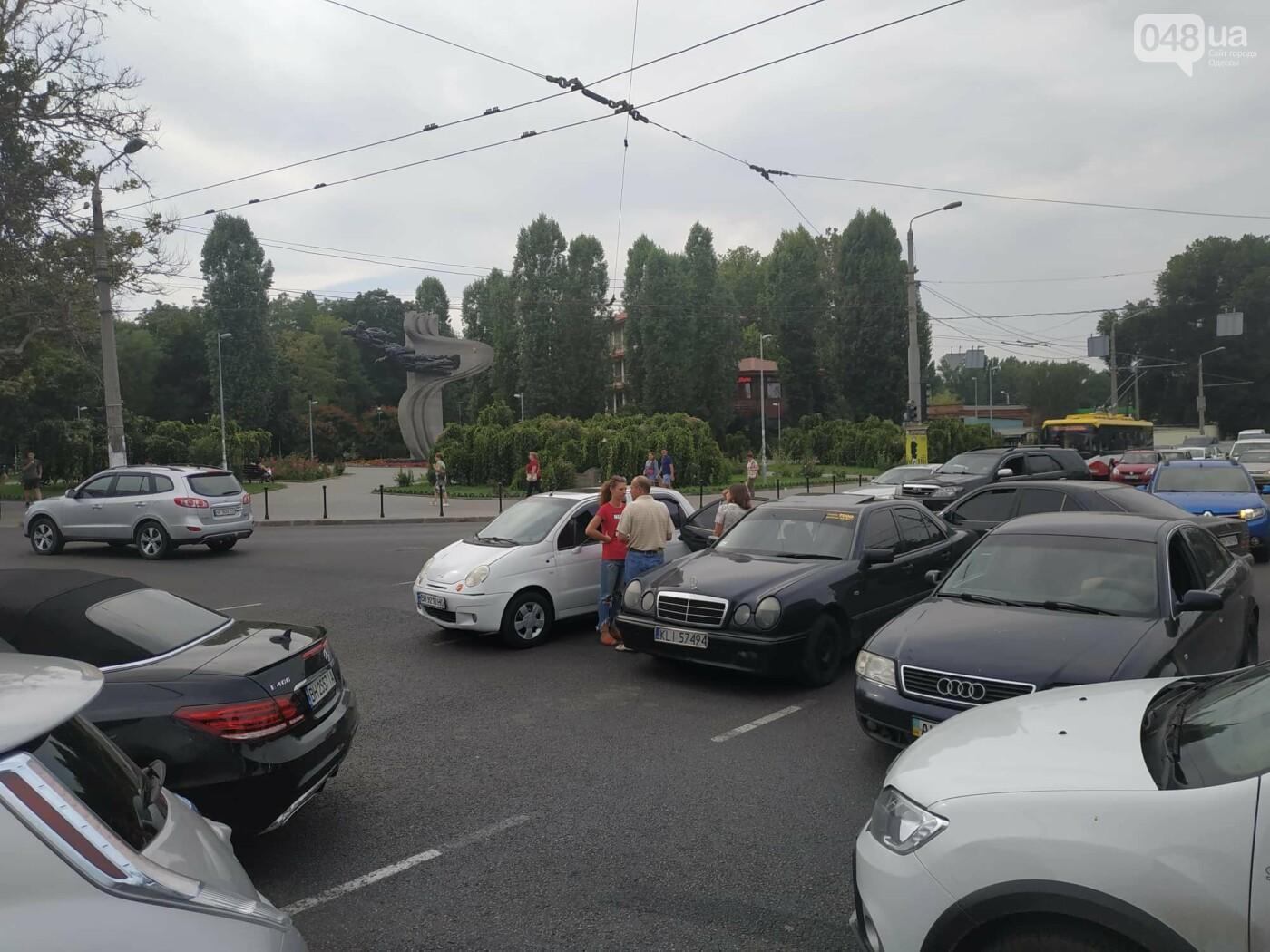"""Пассажир, """"выпрыгнувший"""" посреди дороги в Одессе: стали известны подробности ДТП, - ФОТО, фото-4"""