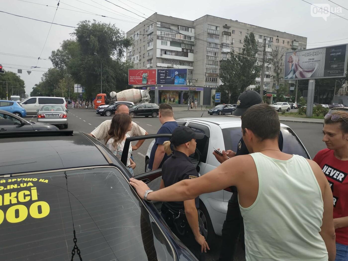 """Пассажир, """"выпрыгнувший"""" посреди дороги в Одессе: стали известны подробности ДТП, - ФОТО, фото-5"""
