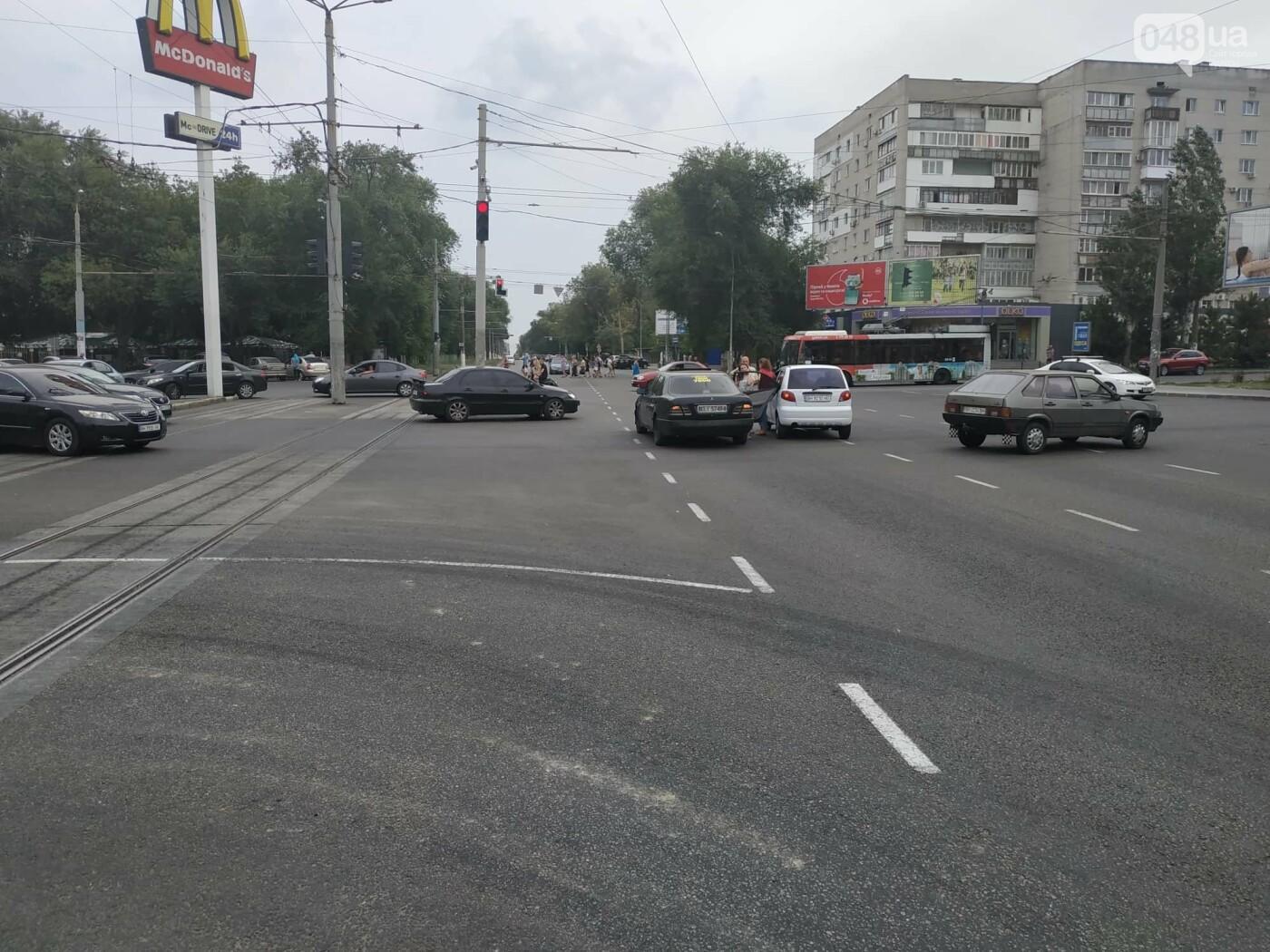 """Пассажир, """"выпрыгнувший"""" посреди дороги в Одессе: стали известны подробности ДТП, - ФОТО, фото-6"""