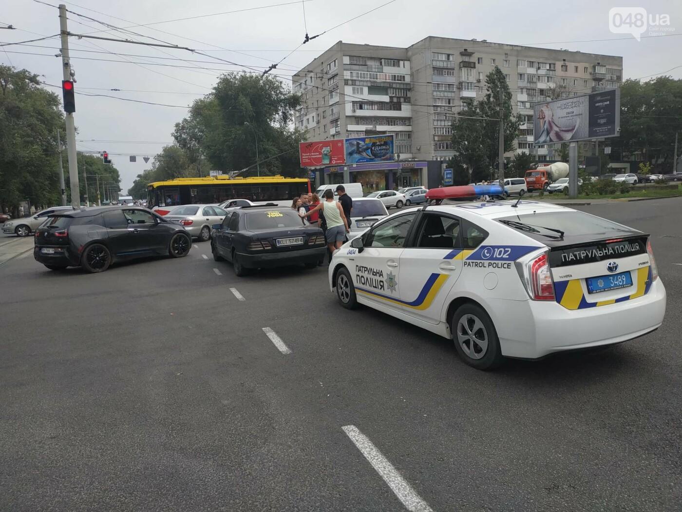 """Пассажир, """"выпрыгнувший"""" посреди дороги в Одессе: стали известны подробности ДТП, - ФОТО, фото-9"""