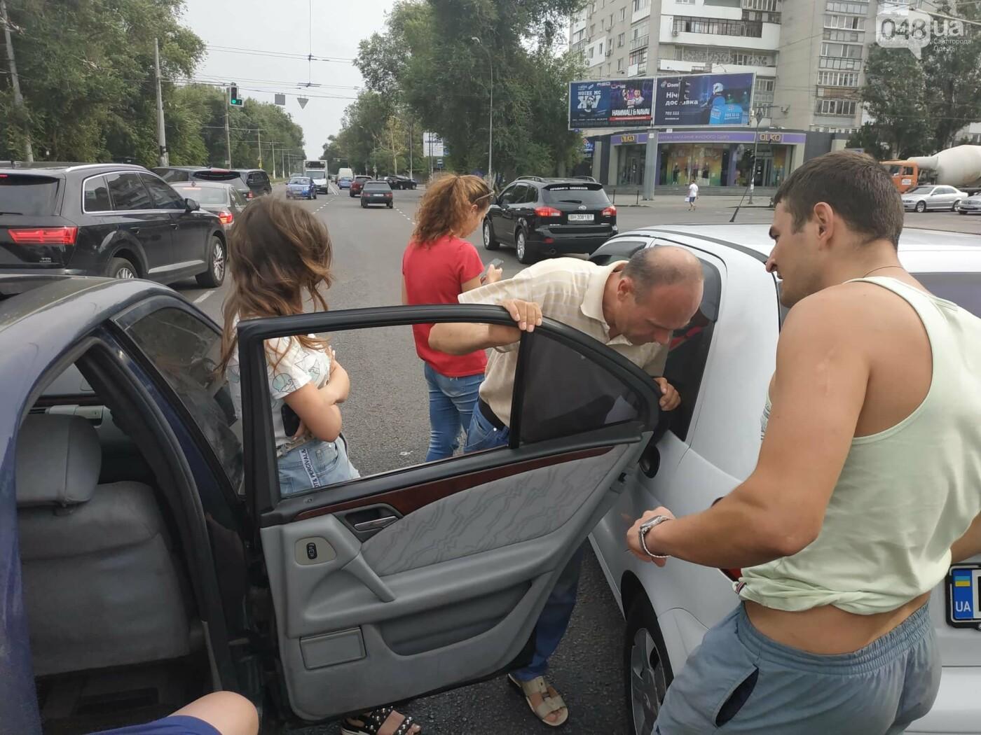 """Пассажир, """"выпрыгнувший"""" посреди дороги в Одессе: стали известны подробности ДТП, - ФОТО, фото-11"""
