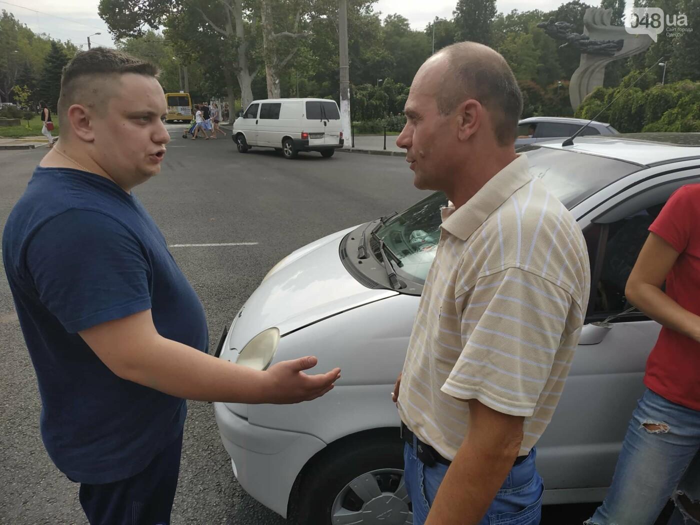 """Пассажир, """"выпрыгнувший"""" посреди дороги в Одессе: стали известны подробности ДТП, - ФОТО, фото-2"""