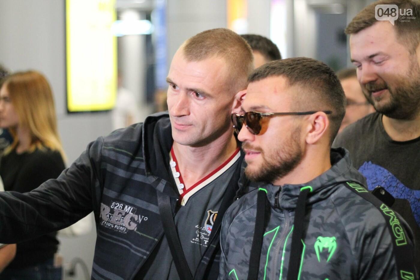 Василий Ломаченко прилетел в Одессу: как встречали боксера в аэропорту, - ФОТО, ВИДЕО, фото-4
