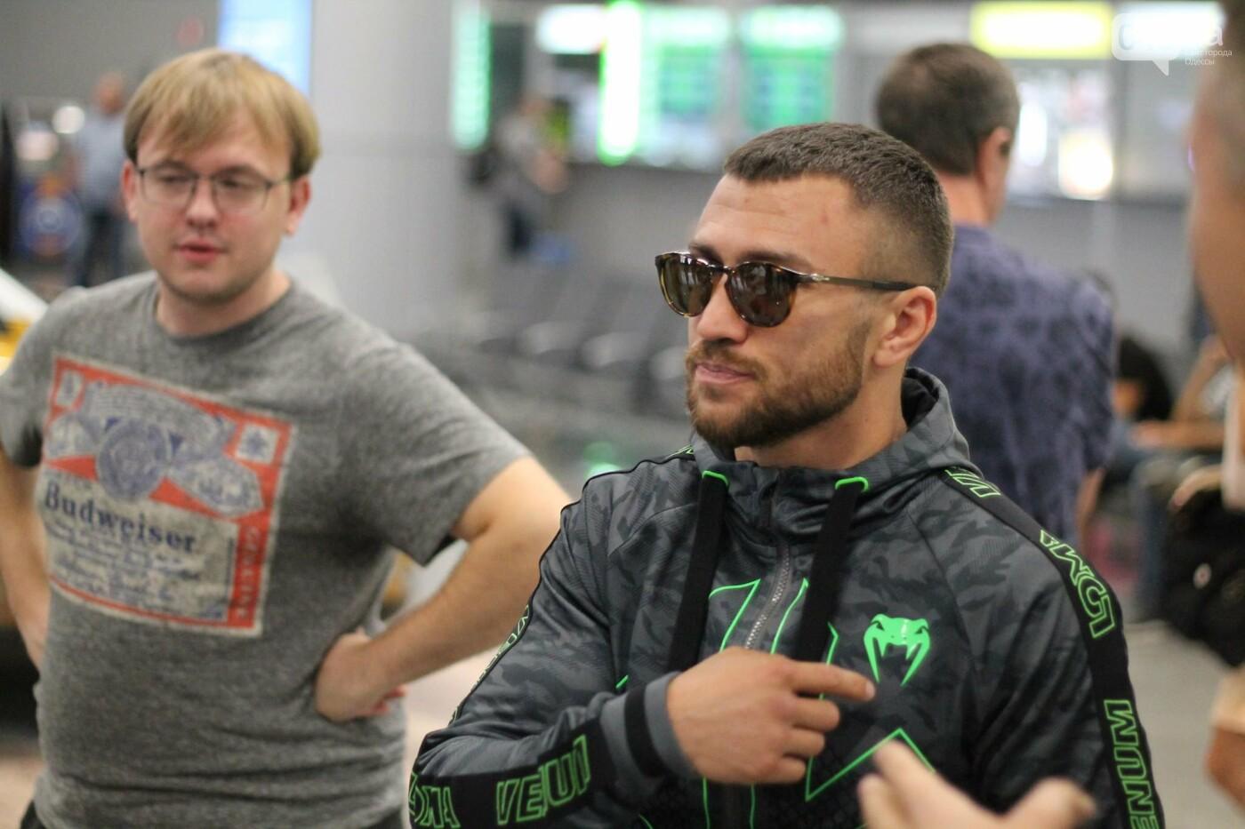 Василий Ломаченко прилетел в Одессу: как встречали боксера в аэропорту, - ФОТО, ВИДЕО, фото-5