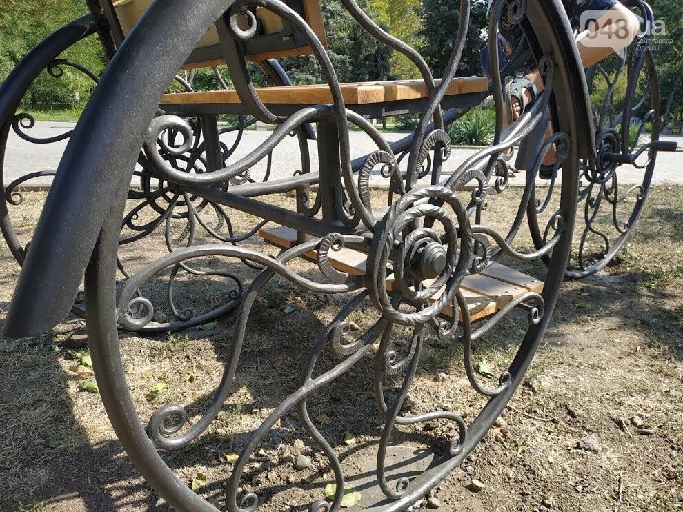 Арт-объект  велосипед рикши в парке Победы, Корреспондент 048.ua Александр Жирносенко