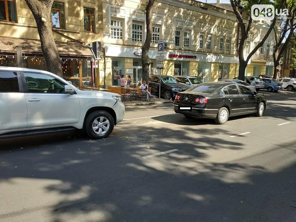 Авария в центре Одессы: водителя увезла скорая, - ФОТО, фото-4