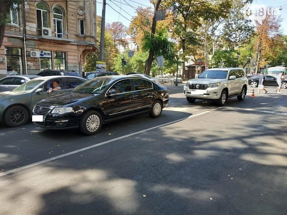 Авария в центре Одессы: водителя увезла скорая, - ФОТО, фото-11