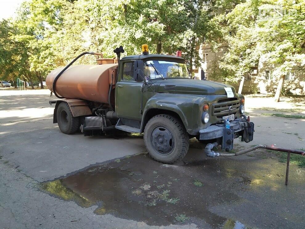 Автоцистерна с технической водой на Черемушках.