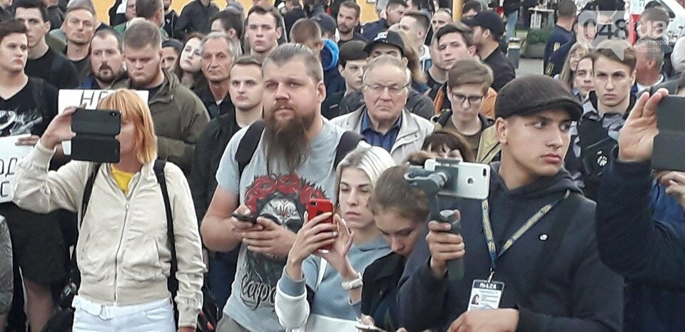 Против подписания «формулы Штайнмайера» протестовали сотни одесситов, - ФОТО, ВИДЕО, фото-6