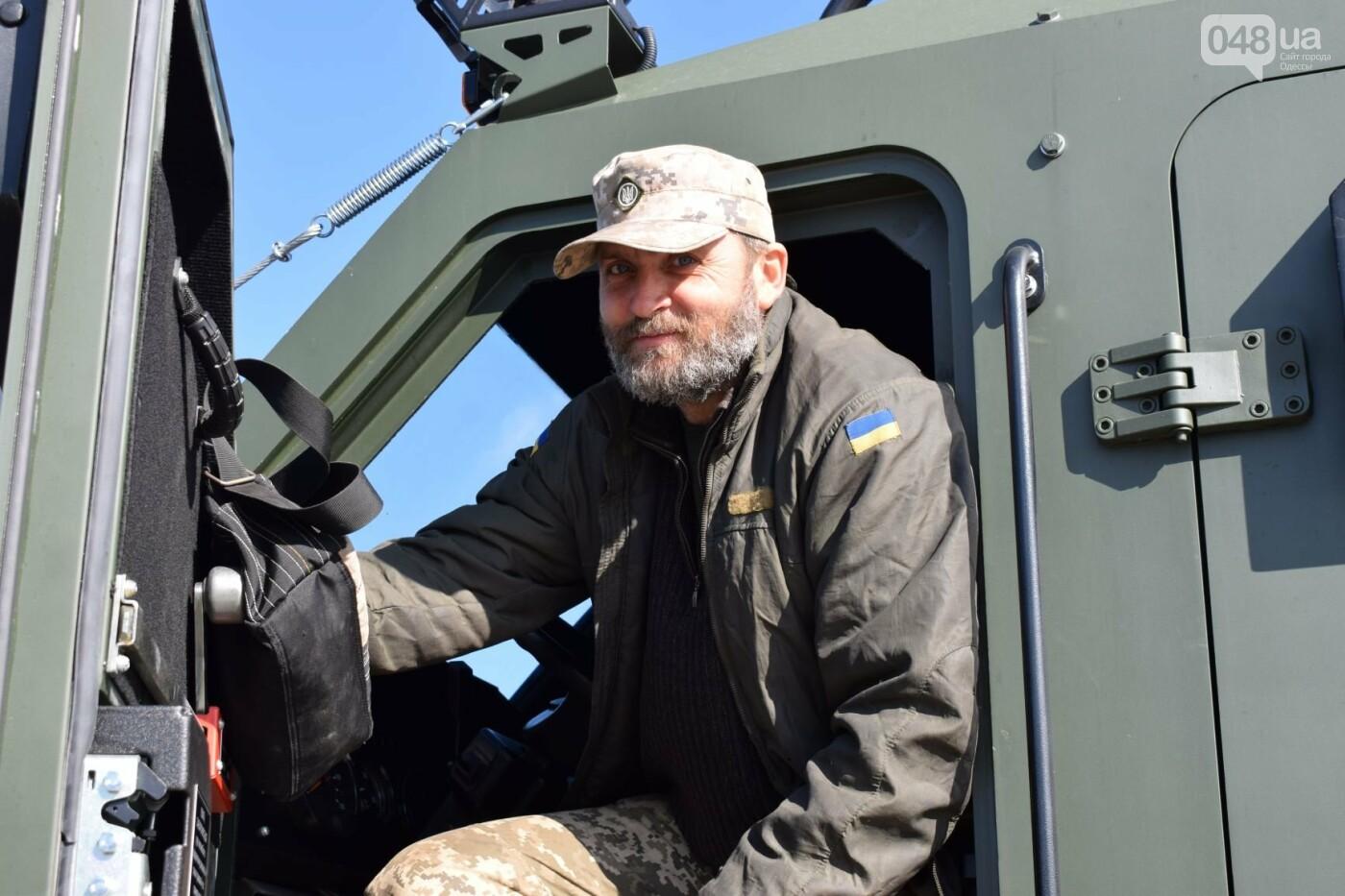 Современные бронированные автомобили передали военным Одесской 28 бригады, - ФОТО , фото-1