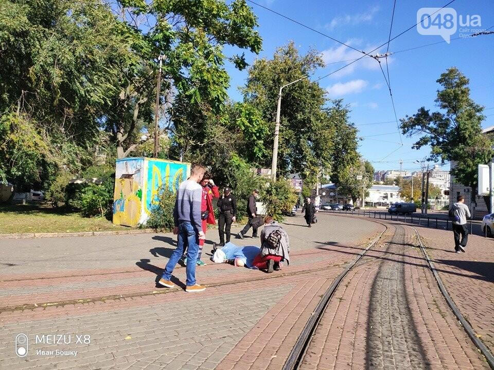Шел и упал лицем в землю: на Куликовом поле в Одессе умер мужчина, - ФОТО, фото-2